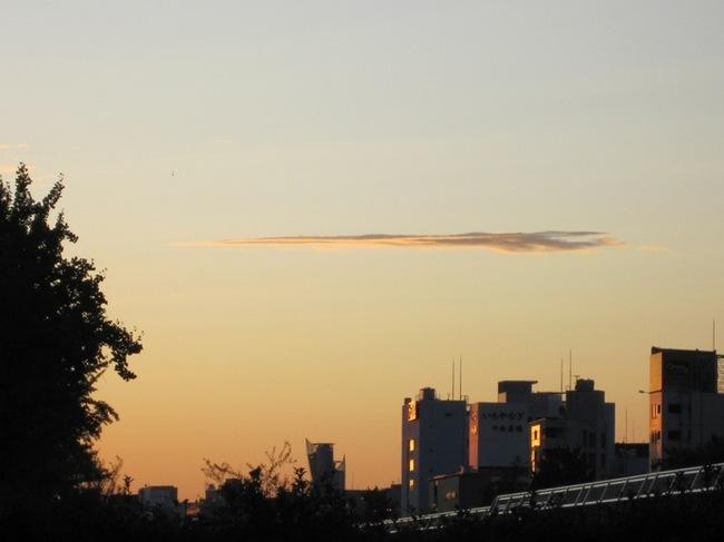超高速ジェット機のような雲.jpg